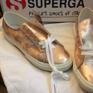 Superga tennis shoe